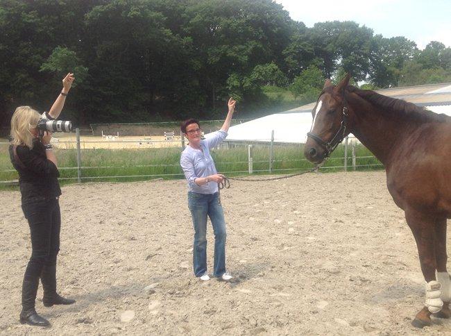 Ein Foto für ein Pferdeportrait entsteht